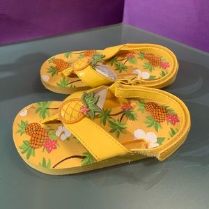 Gymboree Aloha Sunshine Pineapple Sandals 7/8